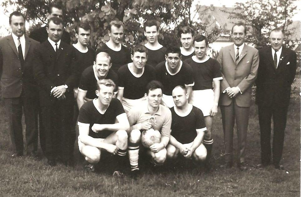 1. Mannschaft 1966  Mit Trainer S. Dick